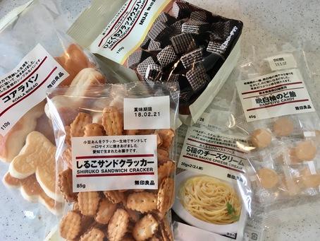 ついに食品の取り扱いスタート(左) 台湾茶 凍頂烏龍茶 $5(中央