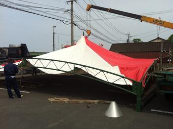 展示会のための次は大テント張り