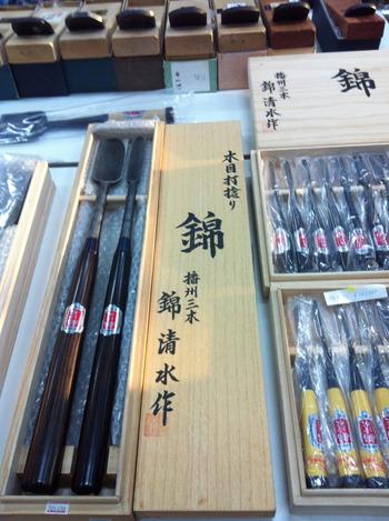 錦の刃物類もたくさん展示しました